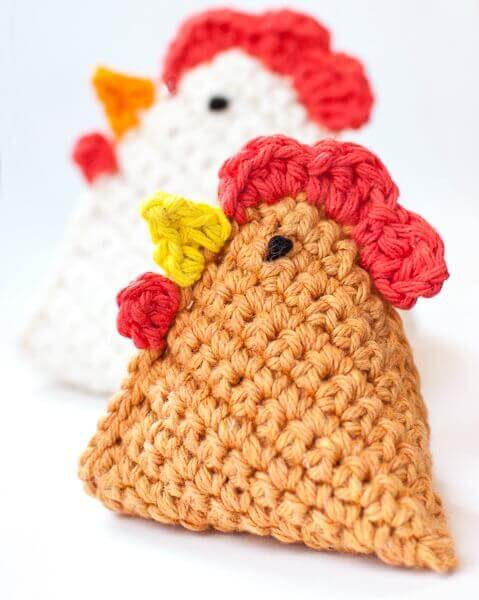 Crochet Chicken Pattern ... Little Crochet Chick Bean Bag Pattern | www.petalstopicots.com