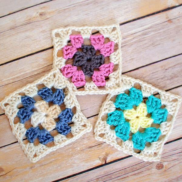 Crochet Granny Square Pattern | www.petalstopicots.com | #crochet