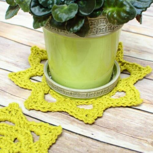 Chunky Crochet Doily Pattern in Two Sizes | www.petalstopicots.com | #crochet #pattern #doily