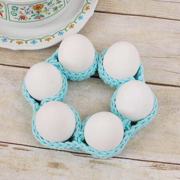 Crochet Egg Cozy Pattern ... Awesome Easter Table Decor! | www.petalstopicots.com