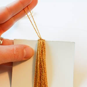 How to Make a Tassel ... Quickly and Easily | www.petalstopicots.com | #howto #tutorial #tassel #yarn #crafts #decor