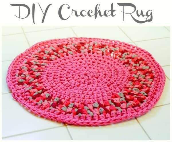 DIY Crochet Rug | www.petalstopicots.com | #crochet #home #decor #rug