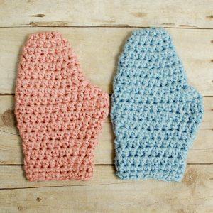 Crochet Bath Mitt Pattern | www.petalstopicots.com |#crochet #patterns #baby #bath #washcloth #mitt