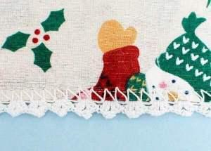 Lace Trimmed Napkins Crochet Edging Pattern | www.petalstopicots.com