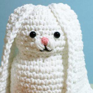 Crochet Bunny Pattern | www.petalstopicots.com | #crochet #fiber