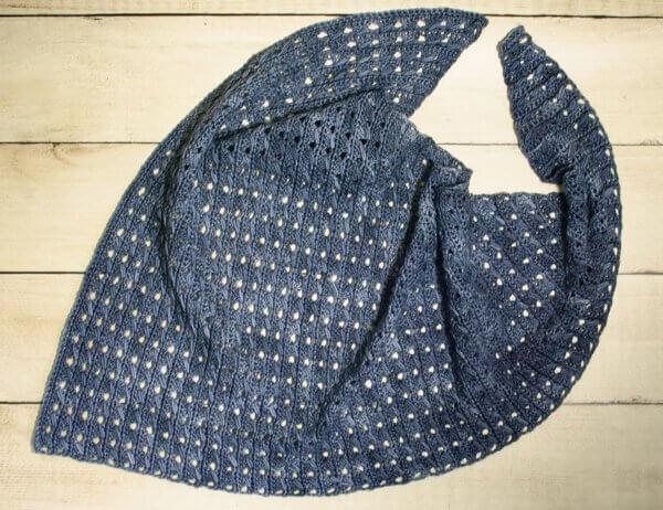 Any Season Asymmetrical Shawlette | www.petalstopicots.com | #crochet #fiber