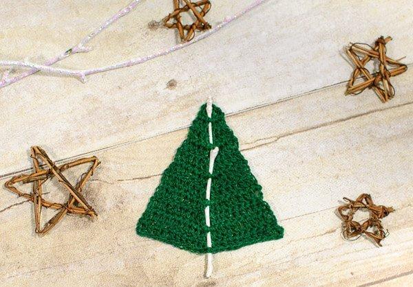 woodland christmas tree crochet pattern wwwpetalstopicotscom - Woodland Christmas