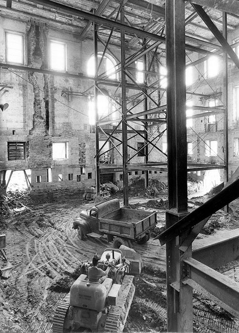Photos of the White House Gutted During Its Truman Reconstruction O4PsPMS