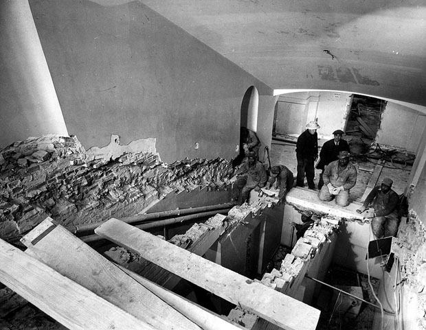 Photos of the White House Gutted During Its Truman Reconstruction rBjHp7B