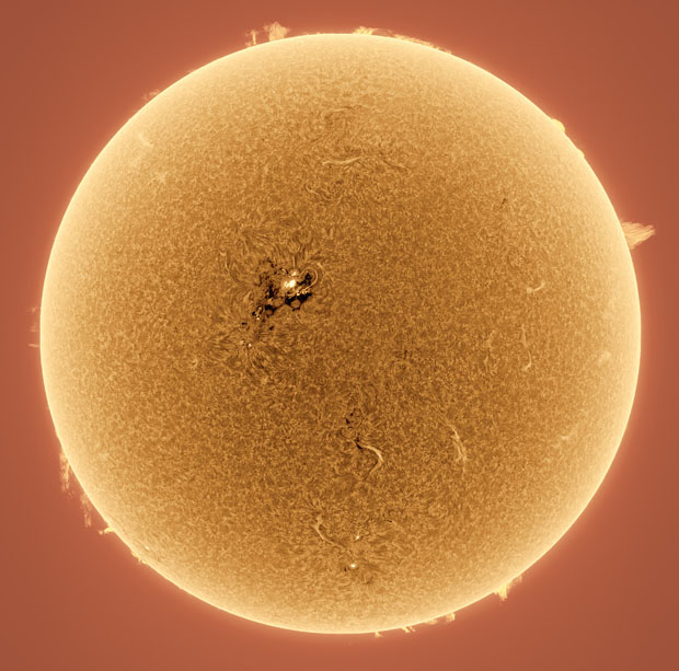 Photographer Captures Detailed Photos of the Sun From His Backyard sunphotos 4