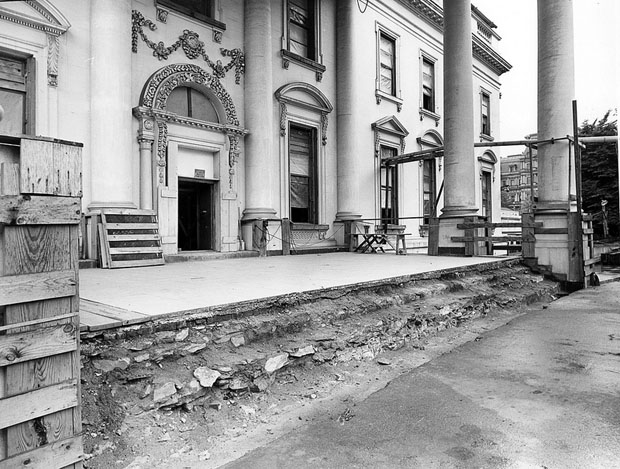 Photos of the White House Gutted During Its Truman Reconstruction xEbh4SX