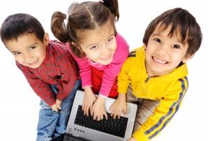 Små børn med bærbar computer