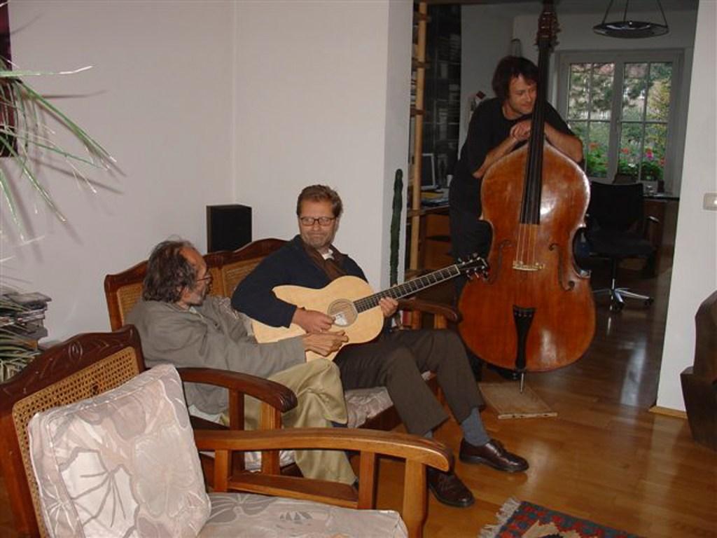 Peter Androsch und Bernd Preinfalk spielen für Keith Goddard auf. Der 2009 viel zu früh verstorbene zimbabwische Komponist und Human-rights-Aktivist Goddard ist Androschs langjähriger Vertrauter, Partner und Lehrer. (2007)</br>Foto: Peter Kuthan