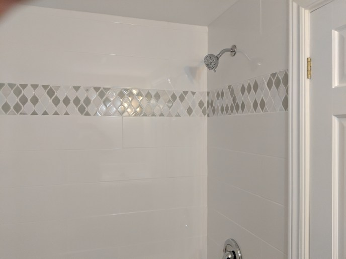 Small bathroom reno, tiles with accent intstalled