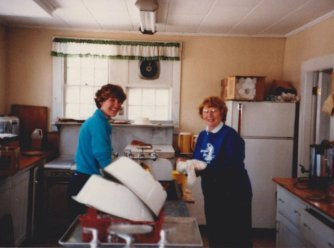 8705-yard-sale-kitchen1o