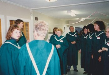 8909-homecoming-sunday-choir1o