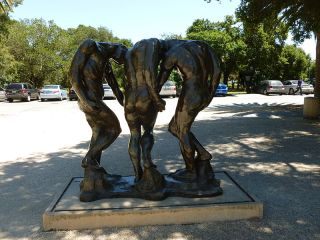 15 The_Three_Shades_sculpture_by_Rodin;_back_side