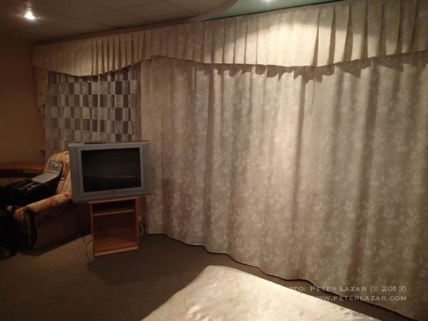 Függöny csak a fél szobában van