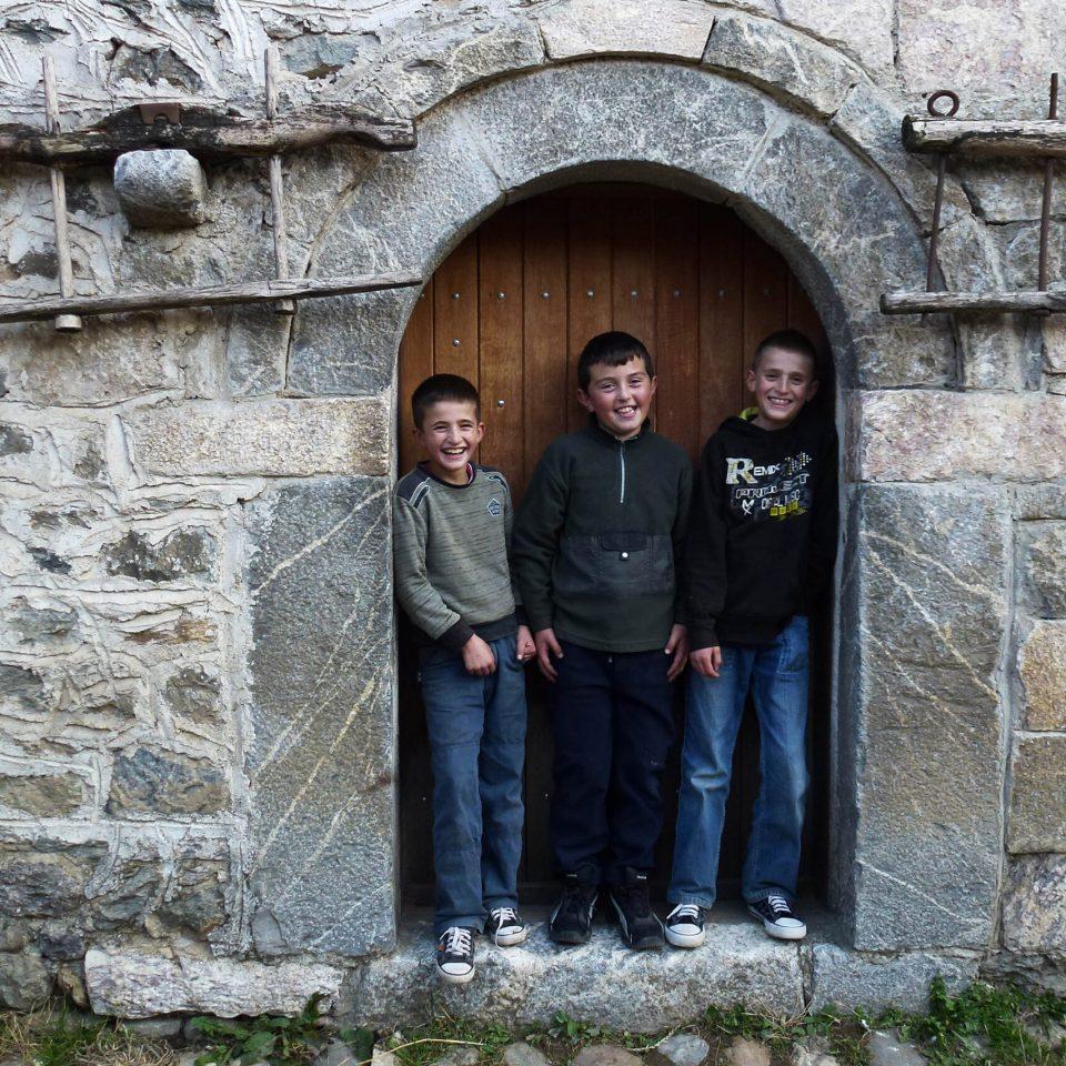 Boys guarding Isniq Kulla