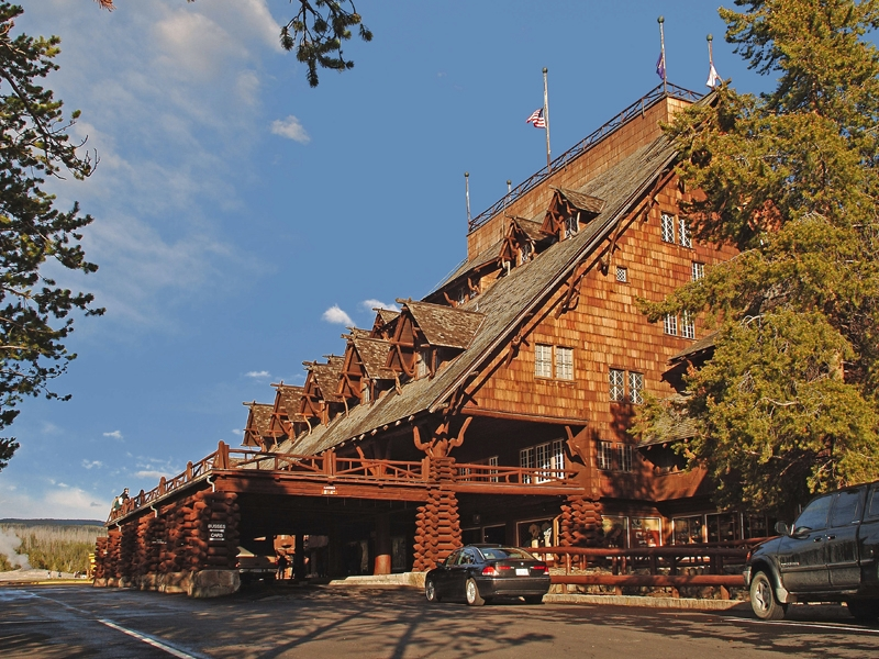 Yellowstone-Old-Faithful-Inn