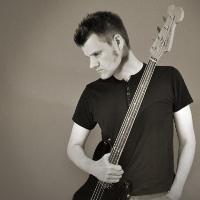 Peter Paulsen – bass guitar