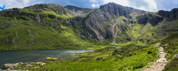 Panorama view looking across Llyn Idwal to Y Gribin and Glyder Fach