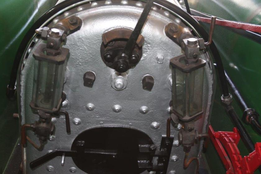 2015-2487: Back of the firebox, showing the refurbished gauge glasses and throttle