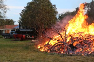 2017-4343: Bon Fire at Pete's Hobby Railway September 2017