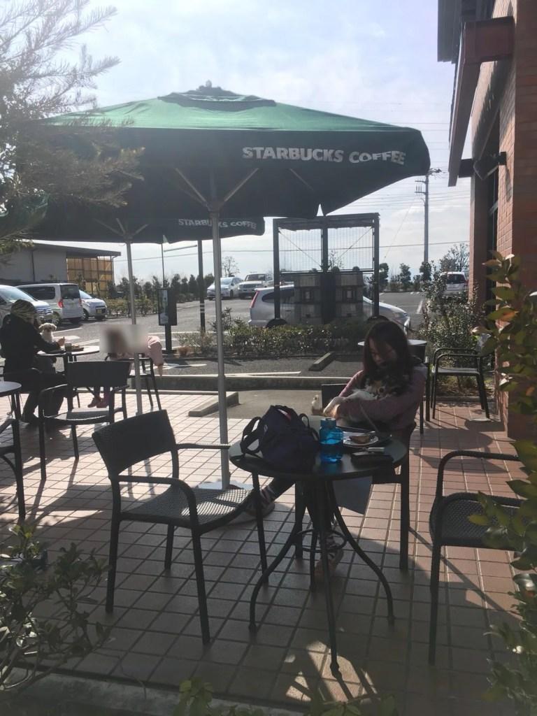 スターバックス多摩境店 テラス席で犬と一緒にコーヒー