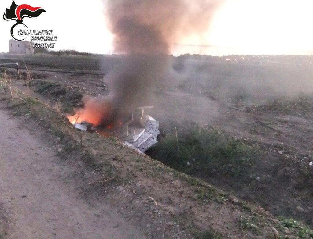 Denunciato agricoltore, bruciava rifiuti speciali