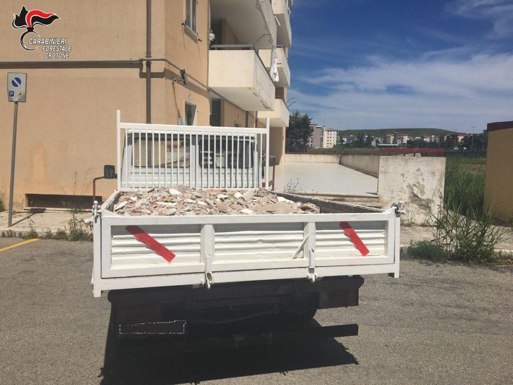 Trasporto di rifiuti edili senza autorizzazione