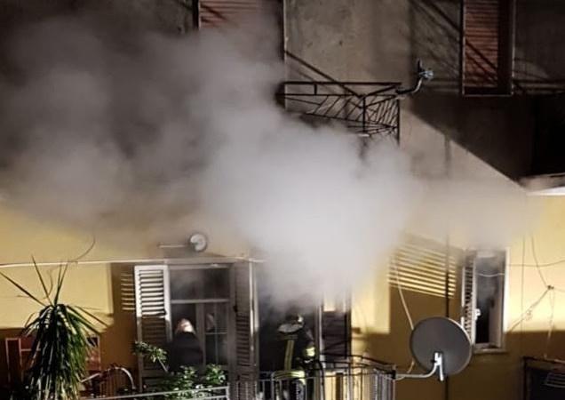 Incendio in un'abitazione di Foresta, intervento tempestivo dei vigili evita il peggio