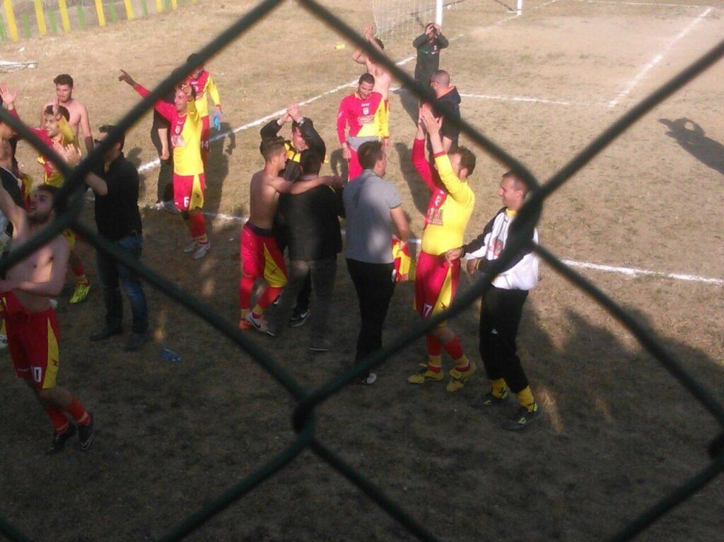 LA NUOVA PETILIA VINCE I PLAY OFF E VOLA IN SECONDA CATEGORIA!!!!