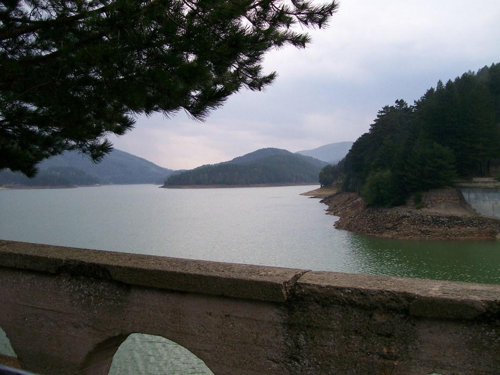 Il lago Ampollino viene ripopolato, dopo lo svuotamento