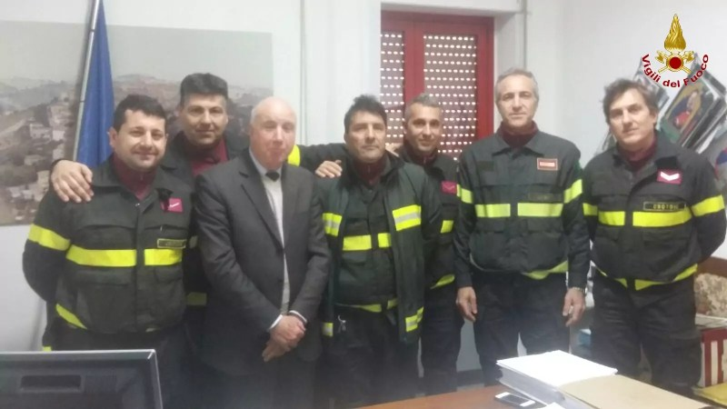 Il comando provinciale dei Vigili del fuoco di Crotone hanno ricevuto una targa dal Comune di Falerone