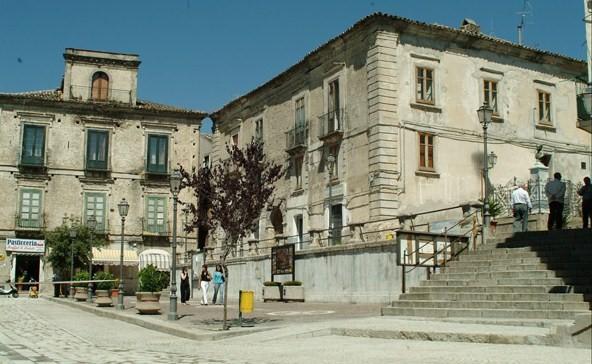 Più Petilia commenta la notizia data dalla Provincia sulla strada del Petilino