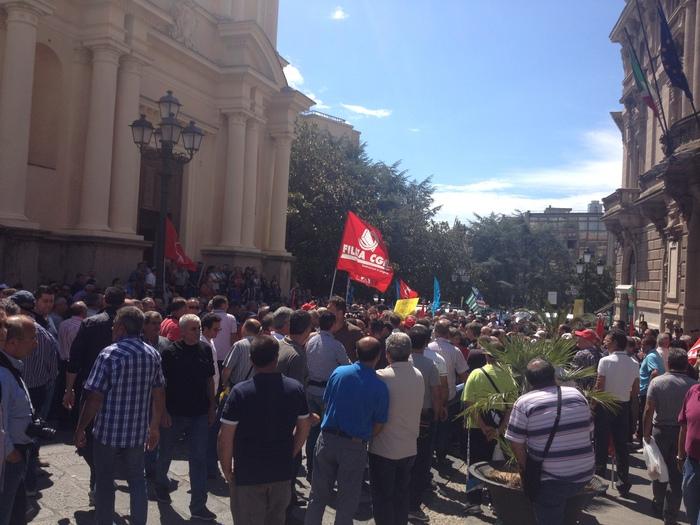 1.500 operai in piazza a Catanzaro