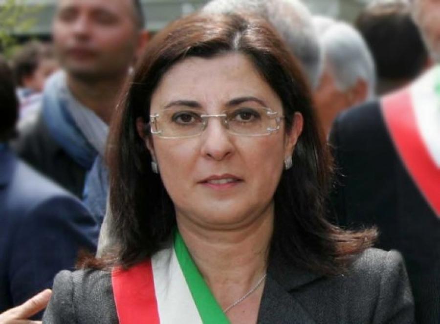 Chiesti 6 anni di carcere per l'ex sindaco di Isola, Carolina Girasole