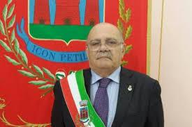 Vince Petilia prima di tutto: Nicolazzi continua ad amministrare