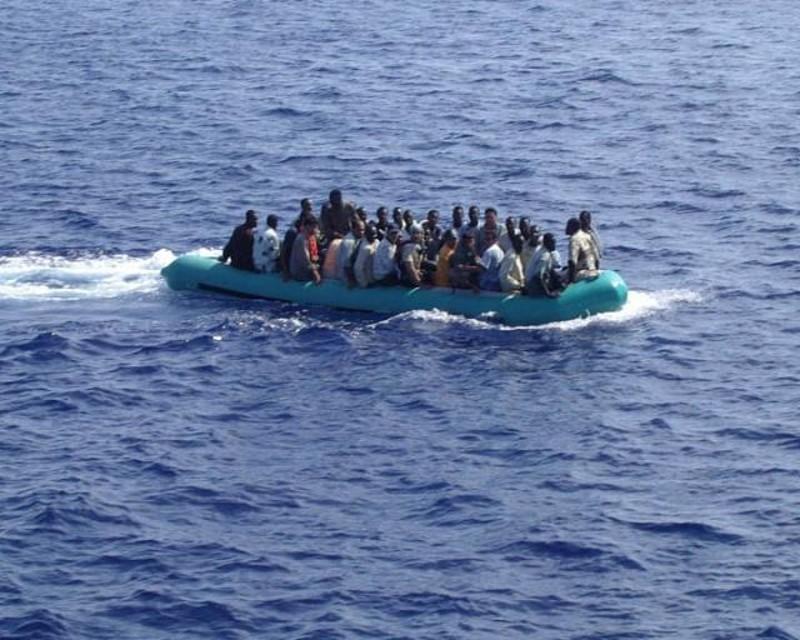 Arrestati 4 presunti scafisti dopo lo sbarco a Crotone di 211 migranti