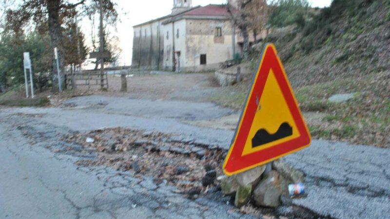 Strada dissesta alla Santa Spina