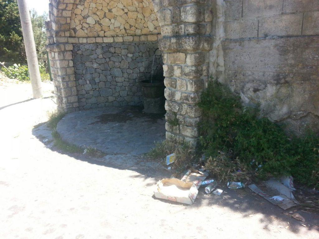 Atti di vandalismo alla fontana di San Teodoro