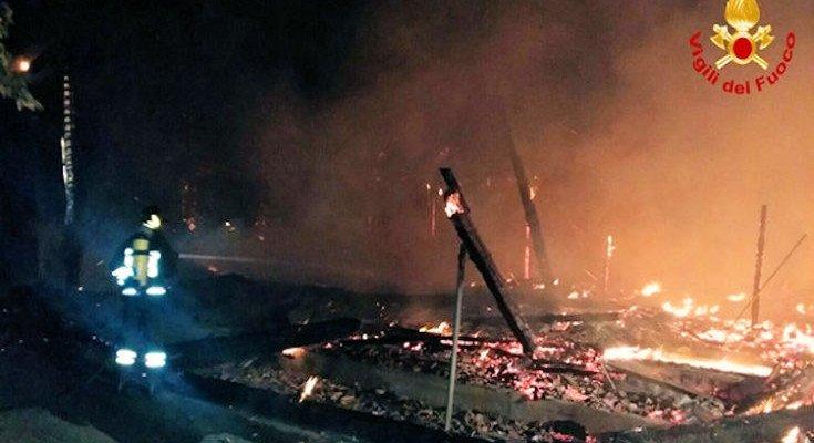 Incendiato il bar di Porto Kaleo