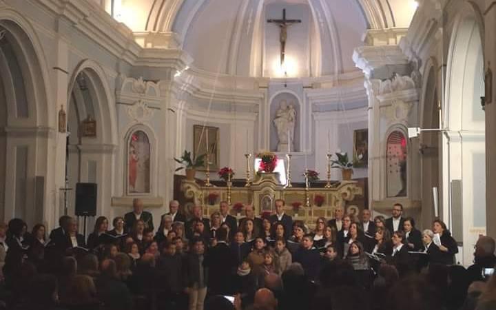 Concerto a Petilia: Gaudemus ha emozionato magistramente con le sue voci