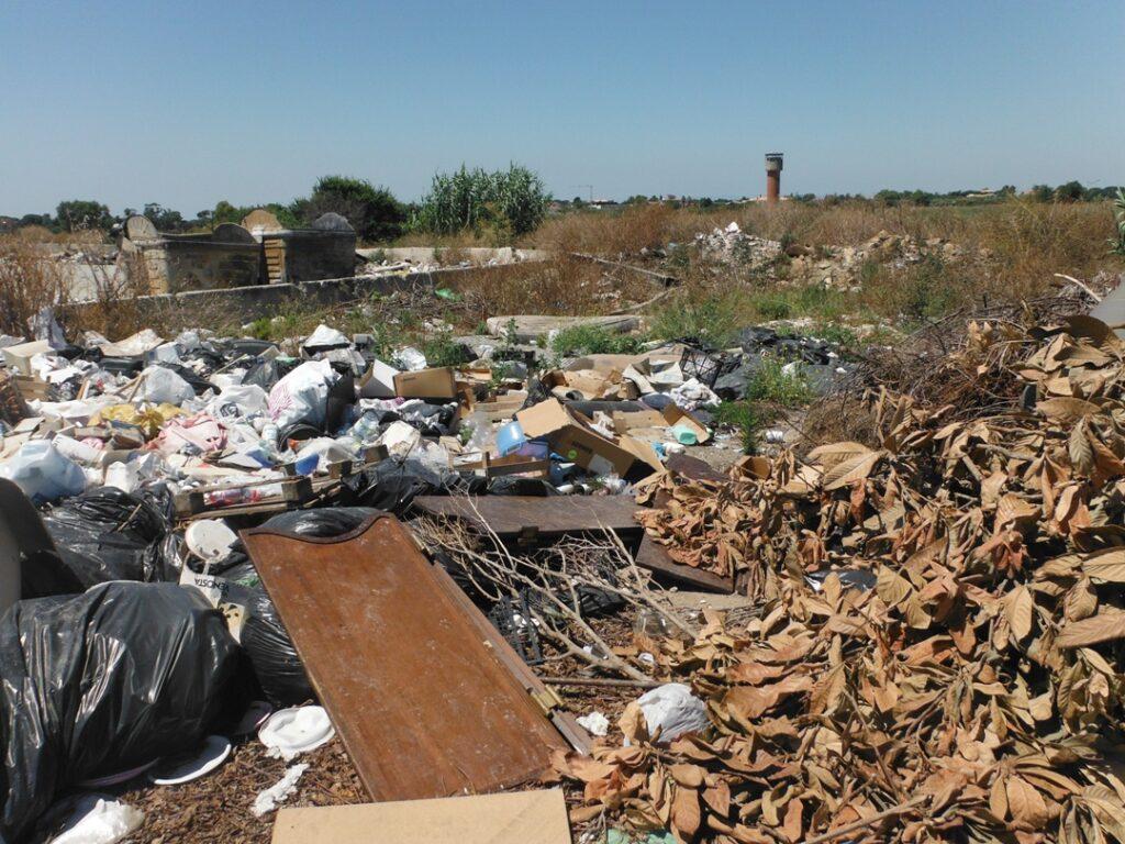 Sequestrato sito a Le Castella diventato discarica di rifiuti
