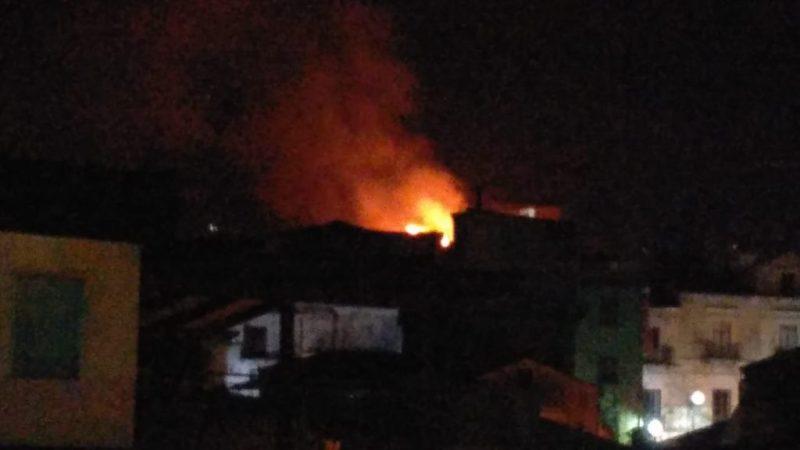 Incendio nel centro storico
