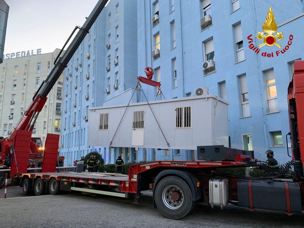 Consegna container all'Ospedale di Crotone, intervengono i Vigili
