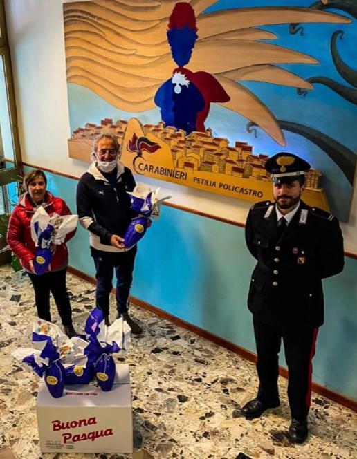 I Carabinieri di Petilia donano al Buon Samaritano uova di Pasqua per i bambini