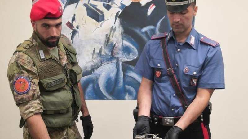 A Cutro rinvenuti armi, munizioni ed esplosivi