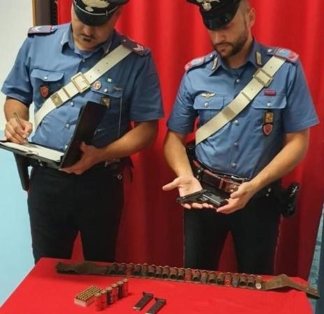 Arrestato 71enne per detenzione illegale di armi
